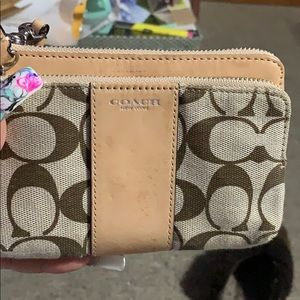 Coach wristlet used a few times in good condition
